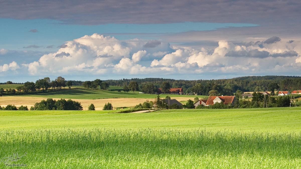 Świętnik - wiosenny widok na wioskę