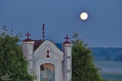 Czarny Kierz, kapliczka przed świtem