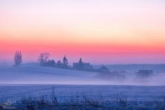 Czarny Kierz zimowym świtem