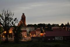 Dobre Miasto - widok na Skansen Miejski oraz Kościół w oddali widać również wieżę ciśnień
