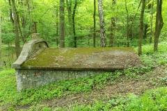 Grobowiec rodziny Berkanów, las koło wsi Gagławki