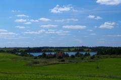 Jezioro Ławki. Wieś Olszewnik.Widok z DW593
