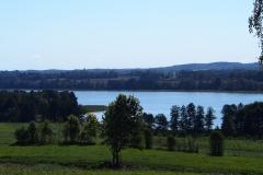 Jezioro Blanki, wieś Suryty, pow. lidzbarski. Widok ze wzgórza, wjazd od strony wsi Jarandowo