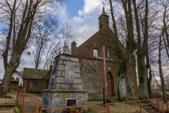 Kaplica i pomnik w Nowych Włókach