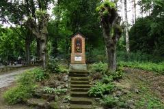 Kapliczka koło cmentarza we wsi Brąswałd, droga do wsi Bukwałd