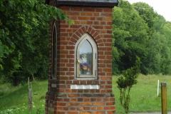 Kapliczka koło wsi Dywity, przy drodze do wsi Bukwałd