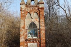 Kapliczka koło wsi Trękus