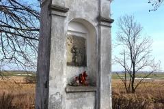 Kapliczka na drodze z Reszla do Świętej Lipki