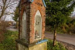 Kapliczka na wyjeździe z Dąbrówki Wielkiej
