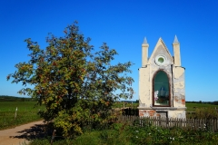 Kapliczka, okolice wsi Klejdyty, pow. lidzbarski, kierunek południowy