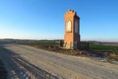 Kapliczka przy drodze Mokiny - Jedzbark, kier. pn-zach.