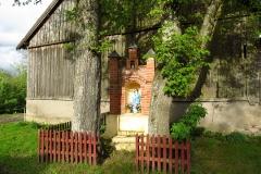 Kapliczka we wsi Blanki, kier. wsch.