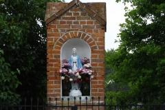 Kapliczka we wsi Brąswałd, wjazd od strony wsi Dywity