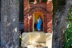Kapliczka, wieś Blanki, pow. lidzbarski. Wyjazd w kierunku wsi Kłębowo