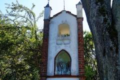 Kapliczka, wieś Suryty, pow. lidzbarski. Wyjazd w kierunku wsi Blanki