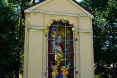 Kapliczka, wies Stoczek Klasztorny, pow. lidzbarski, kierunek północny, przy drodze do wsi Napraty