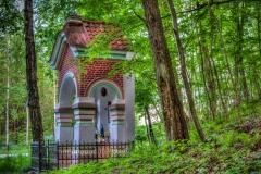 Leśna Kapliczka w miejscowości Szalmia przy drodze do Leśniczówki
