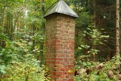 Leśna kapliczka, okolice wsi Podleśna