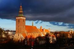 Lidzbark Warmiński. Widok na kościół pw. Św. Apostołów Piotra i Pawła oraz Zamek Biskupów Warmińskich
