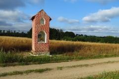 Osetnik - warmińska kapliczka przy drodze na kolonię, kier.pn.