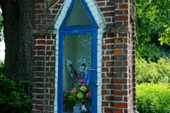 Przydrożna kapliczka, okolice wsi Radostowo