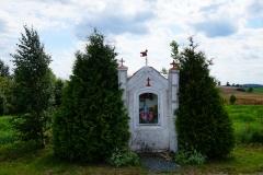 Przydrożna kapliczka. Wieś Czarny Kierz