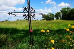 Przydrożny krzyż. Wieś Lądek