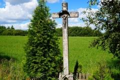 Przydrożny krzyż. Wieś Troszkowo
