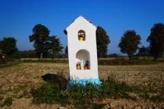 Przydrożna kapliczka, okolice wsi Lubomino, kier. Łaniewo