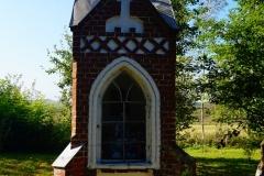 Przydrożna kapliczka, okolice wsi Rogiedle, kierunek Dobre Miasto