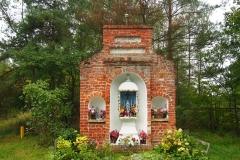 Przydrożna kapliczka, wyjazd z Dobrego Miasta przy DK51, kier. Olsztyn