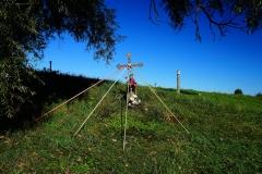 Przydrożny krzyż, wieś Wozławki, pow. bartoszycki. Wyjazd w kierunku Lidzbarka Warm.