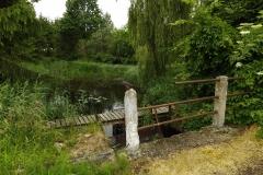 Rzeka Giławka i stary mostek koło wsi Unieszewo