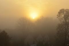 Wschód słońca nad miastem