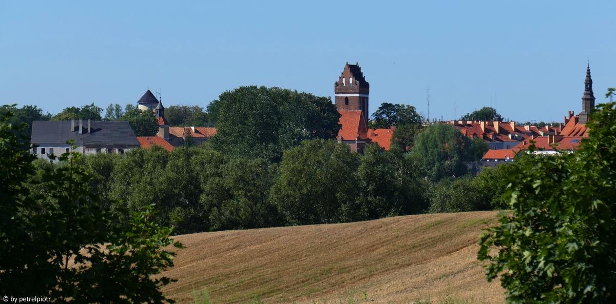 Stary Morąg od drogi wyjazdowej z miasta - zamek po lewej