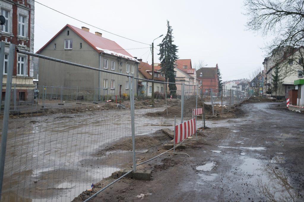 Nidzica, ulica 1 Maja. W grudniu 2017 - wykopki