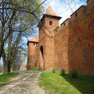 Brama-Zachodnia-i-Wieża-Kopernika-54.356395-19.680679-kier.-pn-wsch.j